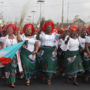 LOL! Imo APC women use their brooms to sweep foot-prints of PDP out of Dan Anyiam stadium.
