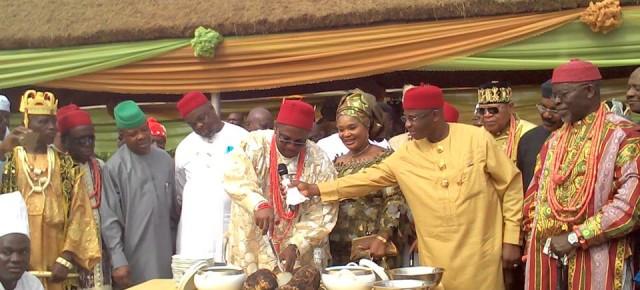 PHOTOS: Mammoth crowd in Obinugwu as Eze Ilomuanya shuns IMSG; proceeds with iri ji festival.
