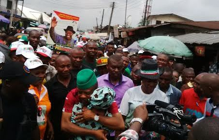 PHOTOS: Ihedioha takes campaign to traders in Owerri, Onitsha.