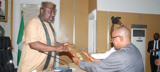 Minister of Trade presents Okorocha with award of good governance.