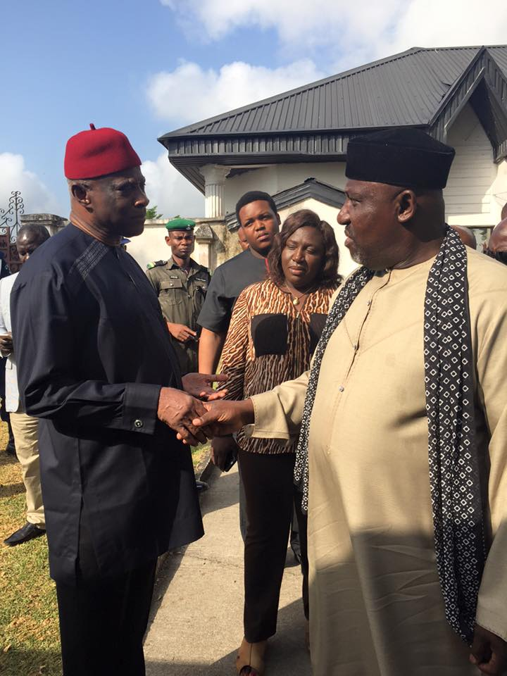 gov-okorocha-captain-iheanacho-at-the-imo-airport-on-monday-november-14-2016